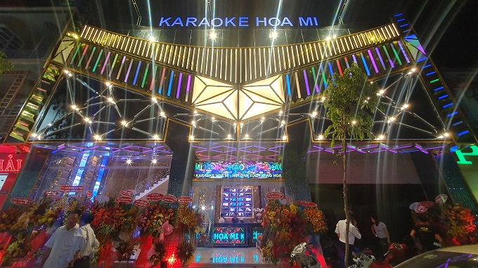 Mặt tiền karaoke Họa Mi buổi tối