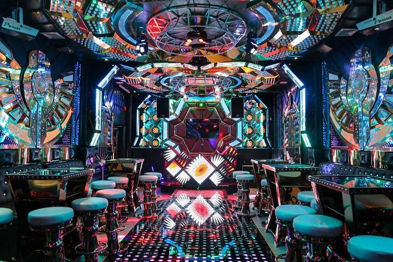 Phòng karaoke phong cách bar vip tại paris by night