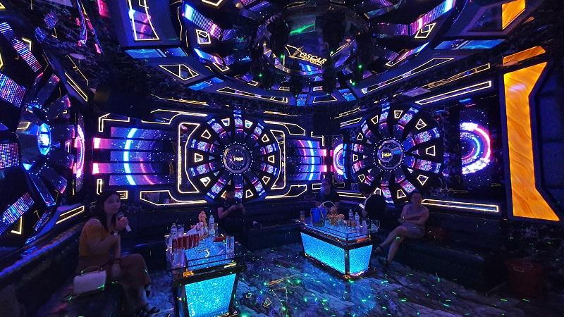Phòng vip 15 karaoke Paris By Night
